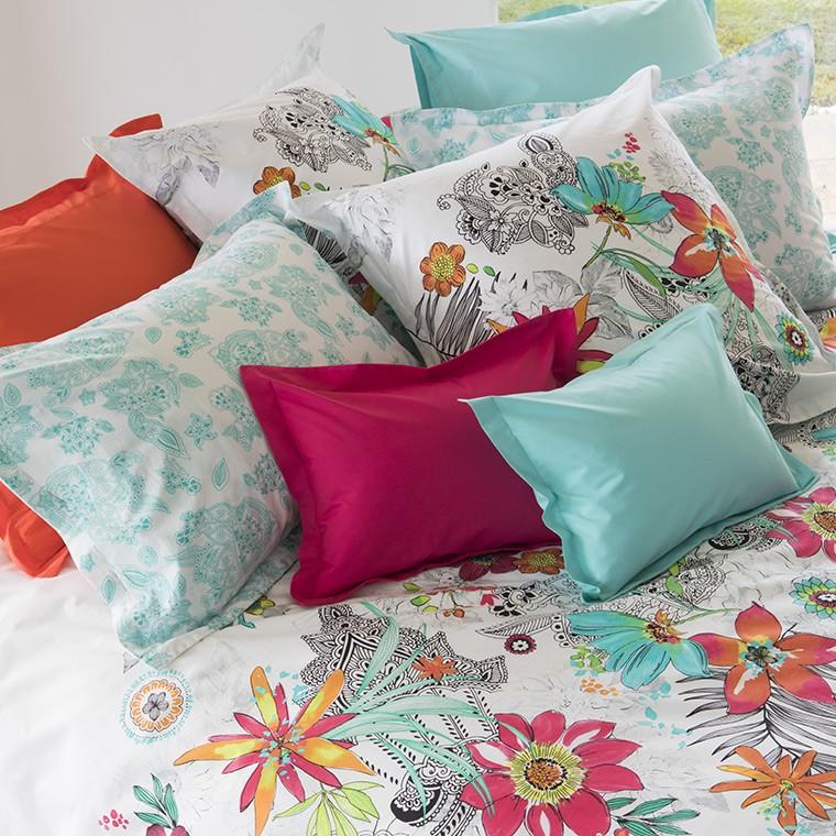 s 39 offrir une parure de lit fleurie pour c l brer le. Black Bedroom Furniture Sets. Home Design Ideas